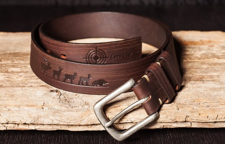Dárky pro myslivce - Kožený pásek motiv Lovu Zdar